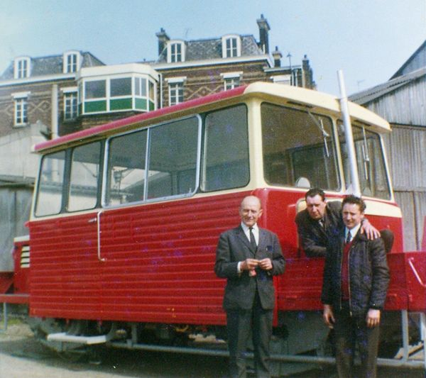 DU65 with red roof in Lille St Sauveur
