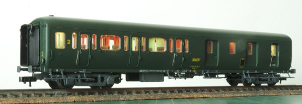 Illuminated B5D coach seen from the 2nd class side