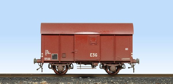 Nord covered wagon, profile view