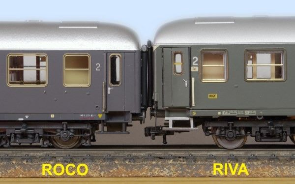 Comparison between Roco and Riva FS UIC-X