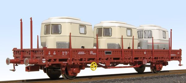 K5 flat wagon with stakes Roco