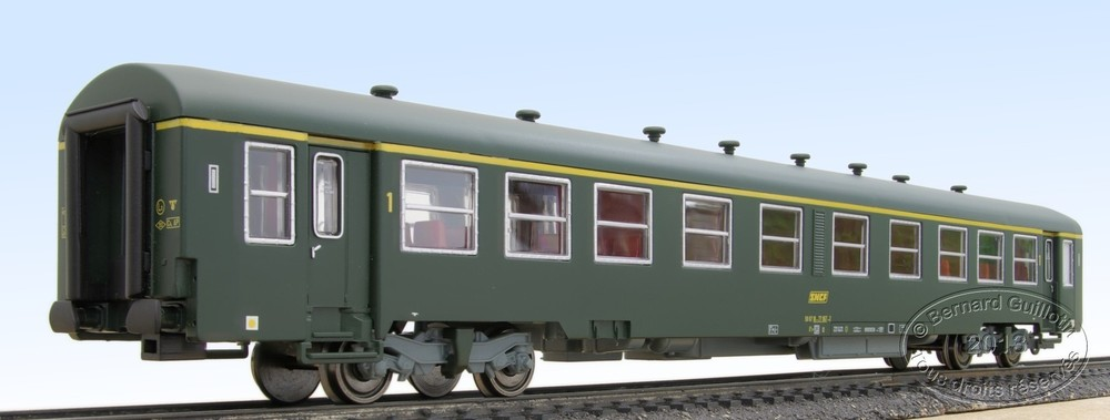 A4t4 LS Models in green livery