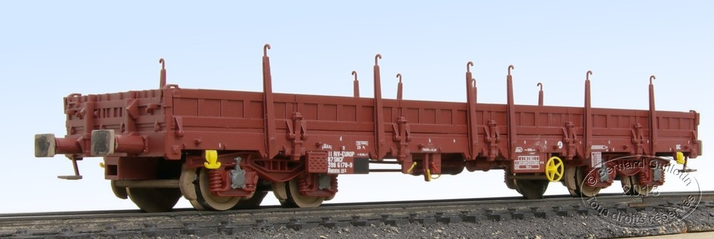 Jouef Remms flat wagon with stakes