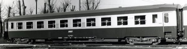 UIC B10 car in C160 livery