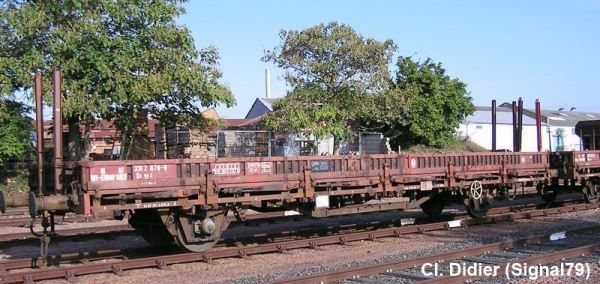 K5 flat wagon with stakes