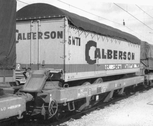 Wagon loaded with a Calberson semi-trailer